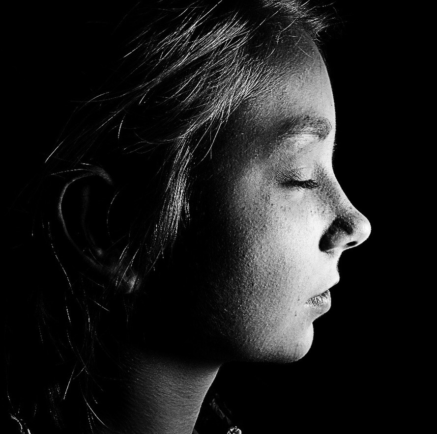 Girl with harsh Light from the right side